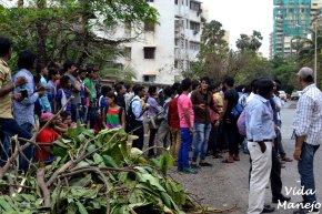 Crowds waiting outside SRK's house, Mannat